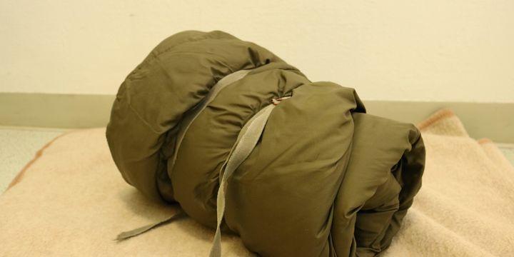 Schlafsäcke und Verpflegung (Bild: FSW)