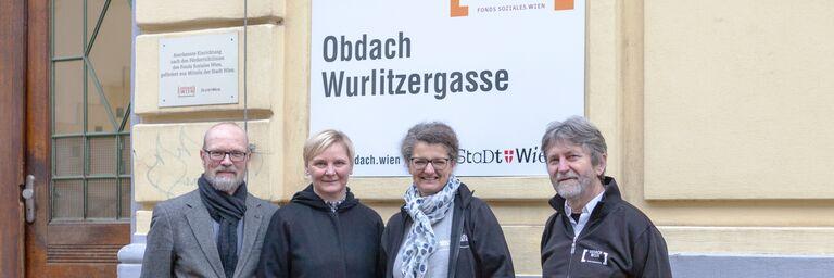 Kurt Gutlederer, Sandra Frauenberger, Monika Wintersberger-Montorio und Alexander Maly (v.l.) bei der Schildenthüllung (Bild: FSW)