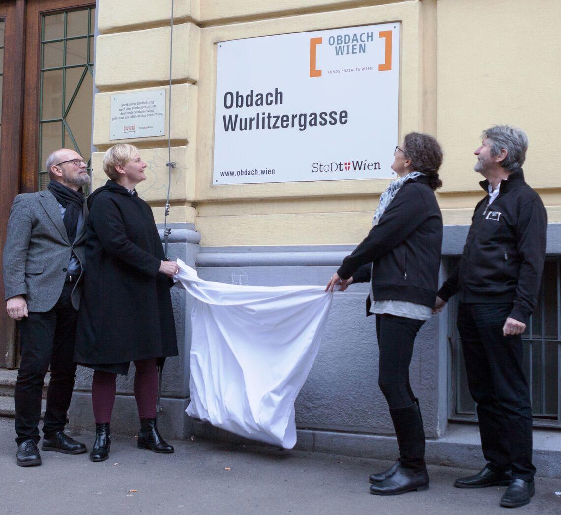 Odach Wurlitzergasse Schildenthuellung 2 (Bild: FSW)