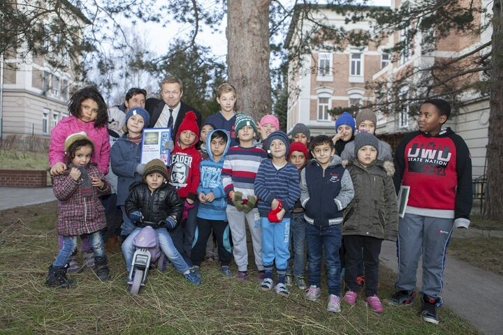 Selbst aus Island traf ein Paket mit Strickhauben und Handschuhen ein - überbracht vom Botschafter der Insel. (Bild: FSW)