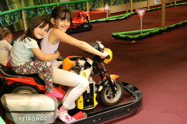 Auch für Motorsportbegeisterte hatte der Monki Park etwas zu bieten. (Bild: FSW)