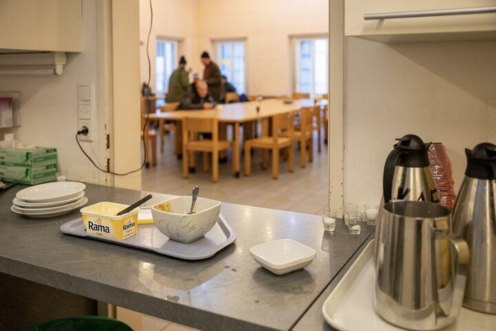 Ausruhen, essen oder sich unterhalten: Jeder und jede war im Obdach Apollogasse willkommen, denn Obdachlosigkeit kann uns alle einmal treffen. (Bild: FSW)