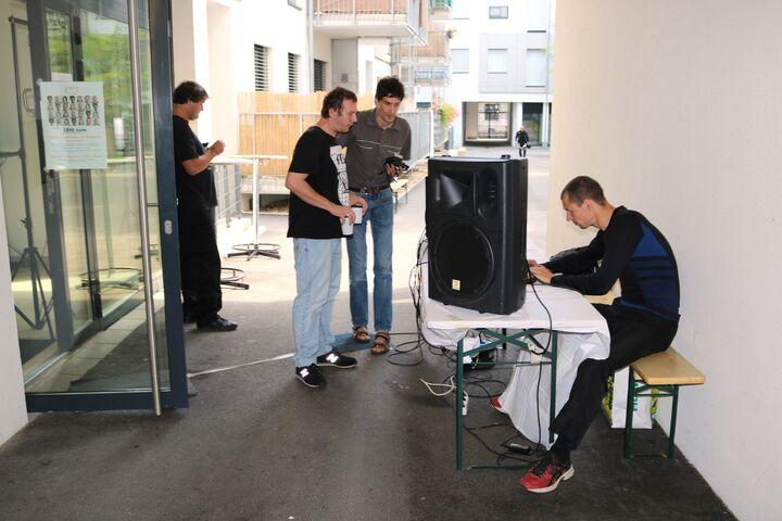 Die Musik zur Vernissage wurde von den BewohnerInnen von Obdach Lobmeyrhof organisiert. (Bild: FSW)