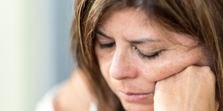 Frauen ohne Zuhause (Bild: iStock/Juanmonino )