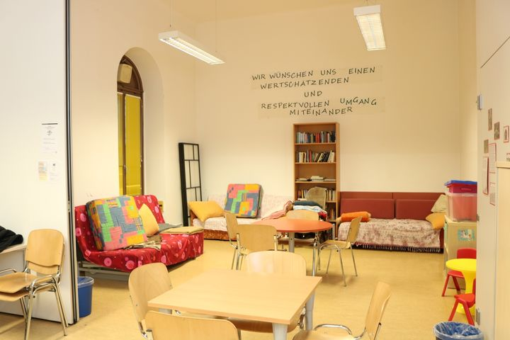 Obdach Ester Aufenthaltsraum (Bild: FSW)