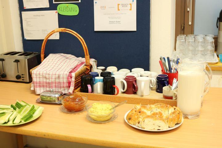 Obdach Ester Snacks und Tee (Bild: FSW)