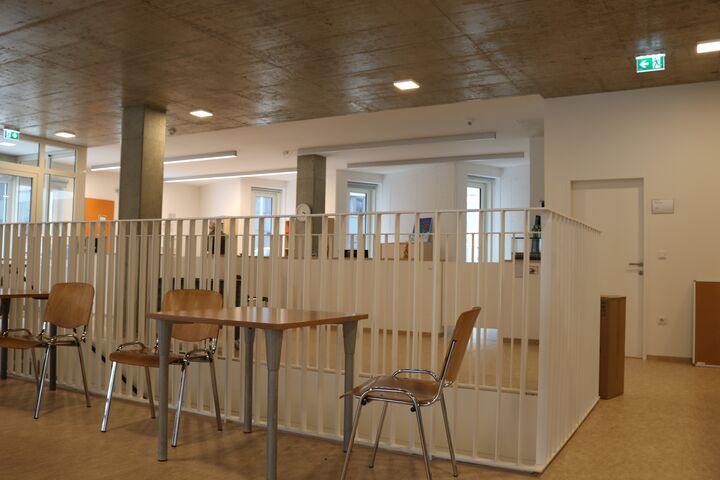Obdach Aufenthaltsraum und Rezeption (Bild: FSW)