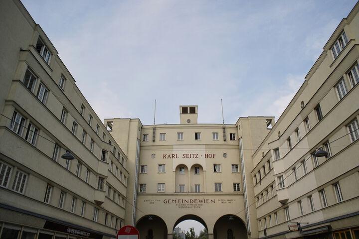 Im Karl-Seitz-Hof ist das WienZimmer zu finden. (Bild: FSW)