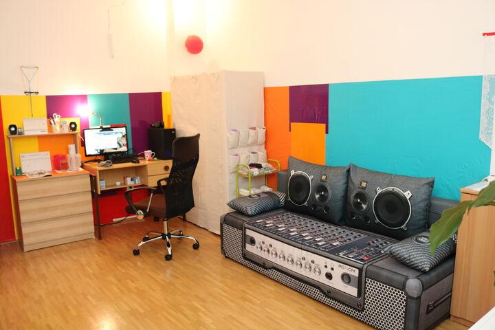 Obdach Lobmeyrhof Zimmer mit Arbeitstisch (Bild: FSW)